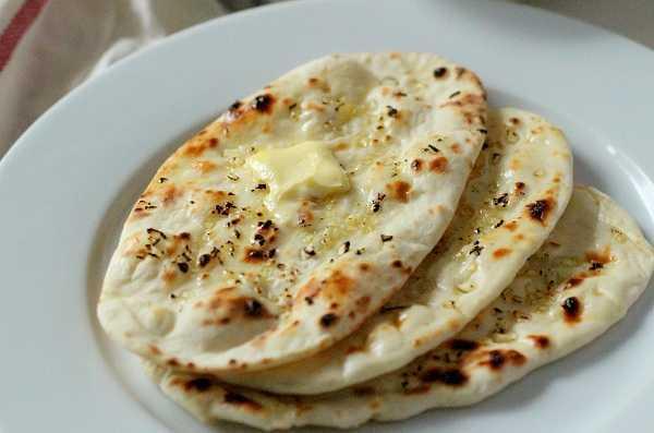 garlic-naan-recipe-on-tawa-indian-garlic-naan